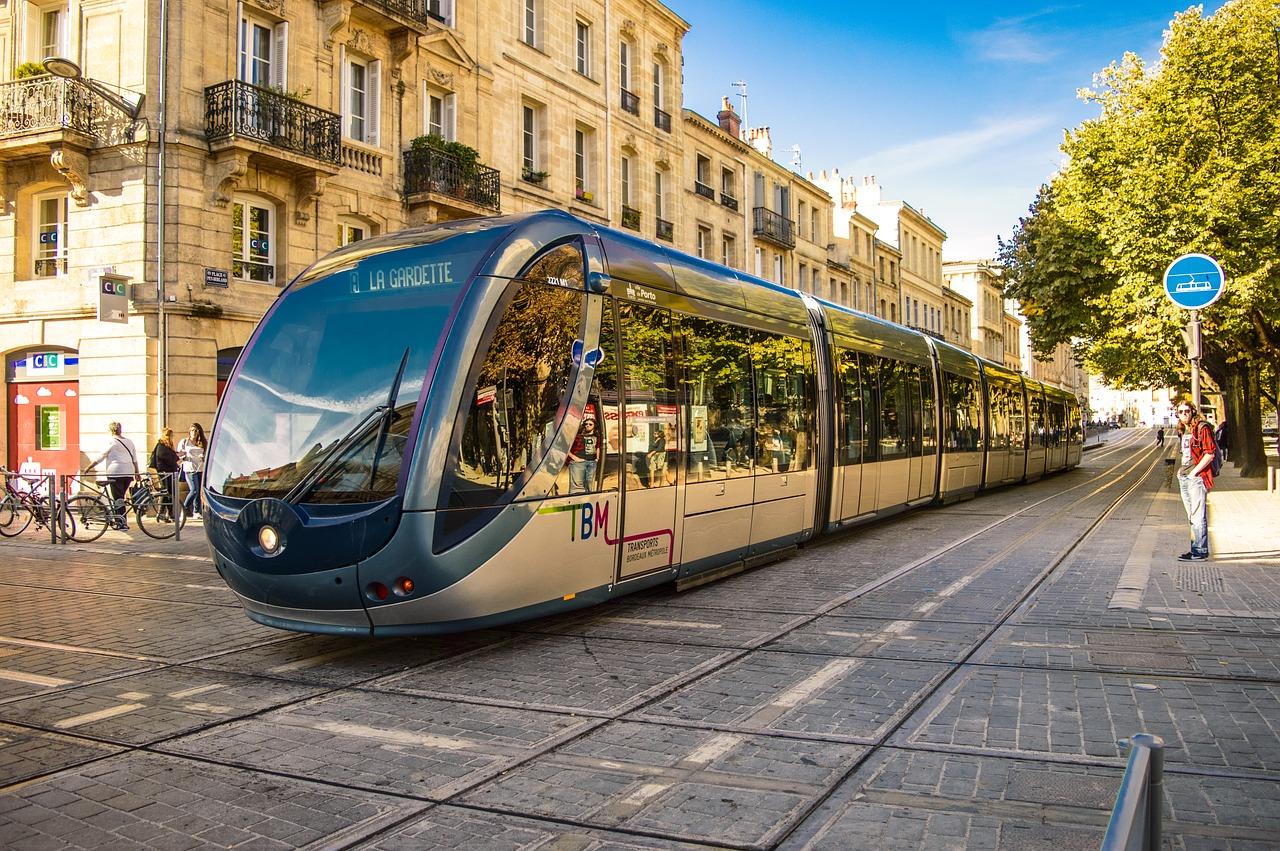 Comment monter mon dossier de rachat de crédits à Bordeaux ?